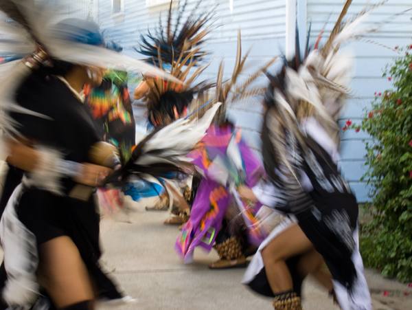 traditional aztec dancers