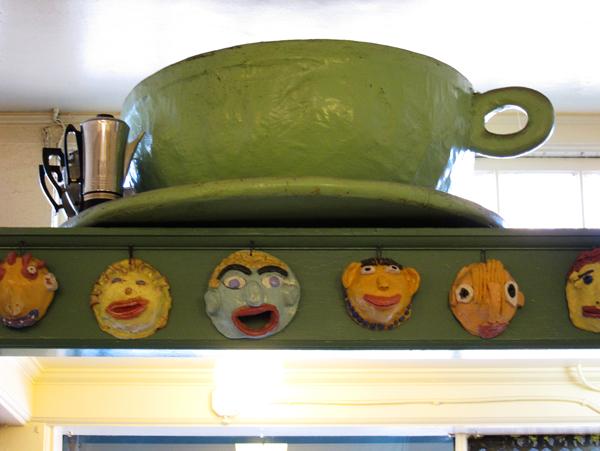mama's royal cafe art