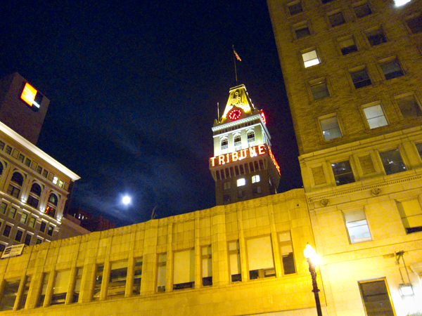 oakland tribune tower, tribune tower with full moon, full moon