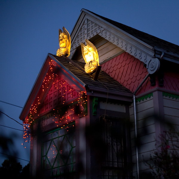 halloween decorations, dimond district houses decorated for halloween
