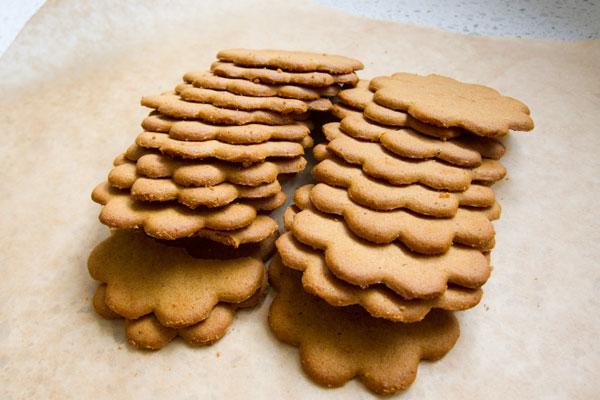 gingersnap cookie crust, cookie pie crust, anna's gingersnaps