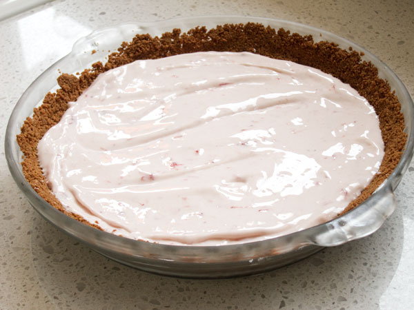 Strawberry Ice cream pie, strawberry frozen yogurt pie, recipe