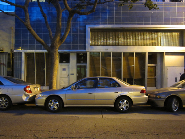 tightest parking spot ever, parking in oakland, oakland parking